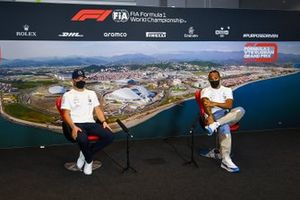 Valtteri Bottas, Mercedes-AMG F1, and Lewis Hamilton, Mercedes-AMG F1, in the press conference