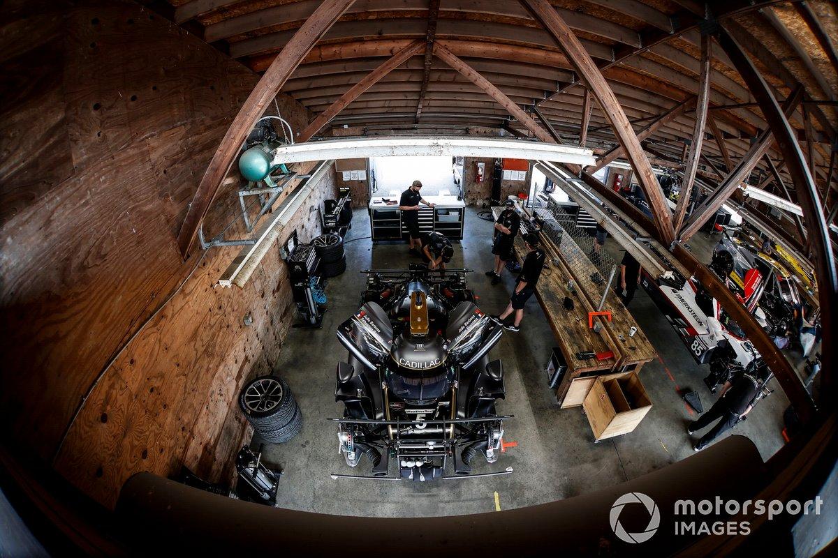 #5 Mustang Sampling Racing / JDC-Miller MotorSports Cadillac DPi, DPi: Sebastien Bourdais, Joao Barbosa, #85 JDC-Miller Motorsports Cadillac DPi, DPi: Tristan Vautier, Gabriel Aubry