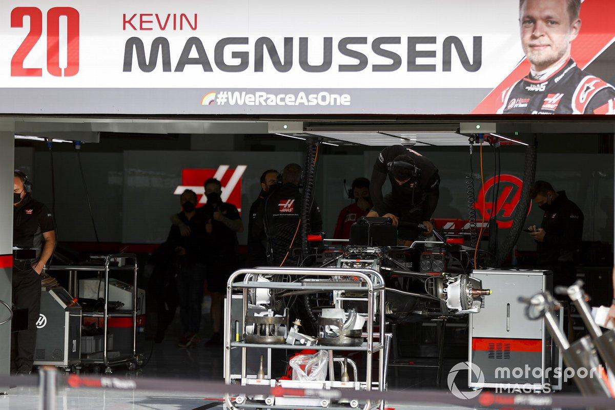 Miembros de Haas F1 en Imola
