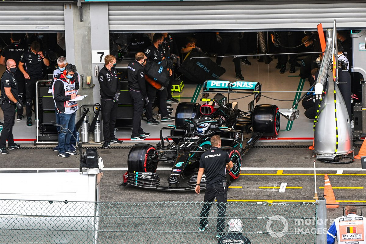 Valtteri Bottas, Mercedes F1 W11, lascia il garage