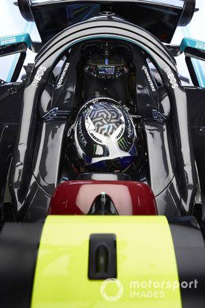 Valtteri Bottas, Mercedes-AMG Petronas F1, in his cockpit