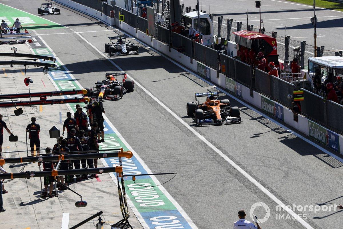 Carlos Sainz Jr., McLaren MCL35, Max Verstappen, Red Bull Racing RB16