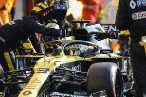 Daniel Ricciardo, Renault F1 Team R.S.20, makes a stop