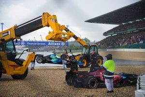 Recovery vehicles work to remove the cars of Jenson Button, Honda RA107 and Scott Speed, Toro Rosso STR2 Ferrari