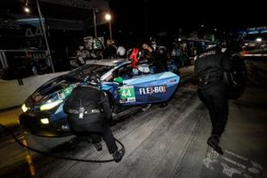 #44 GRT Magnus Lamborghini Huracan GT3, GTD: John Potter, Andy Lally, Spencer Pumpelly, pit stop