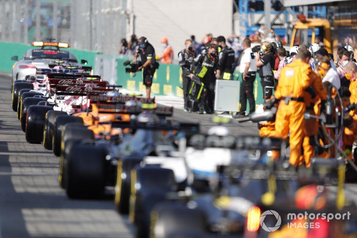 Los monoplazas en pit lane