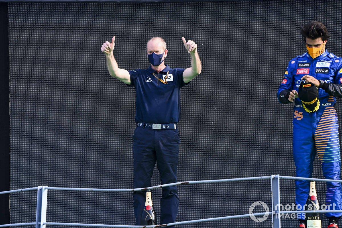 Podio: representante de AlphaTauri y el segundo lugar Carlos Sainz Jr., McLaren
