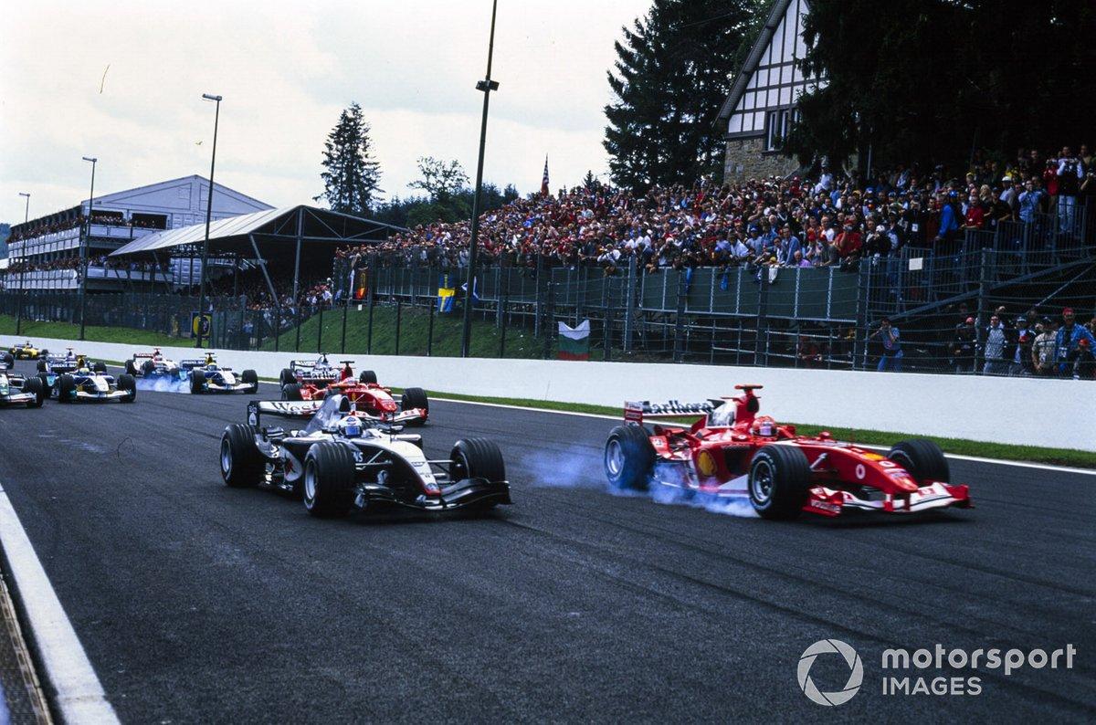 …а вот у Шумахера старт не получился от слова совсем. Главный фаворит пропустил не только Алонсо, но и занимавшего на решетке четвертое место Дэвида Култхарда из McLaren