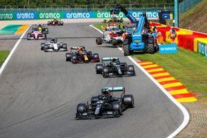Lewis Hamilton, Mercedes F1 W11, the field past the crash scene of Antonio Giovinazzi, Alfa Romeo Racing C39, and George Russell, Williams FW43