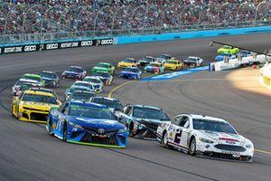 Martin Truex Jr., Furniture Row Racing, Toyota Camry Auto-Owners Insurance, Brad Keselowski, Team Penske, Ford Fusion Miller Lite