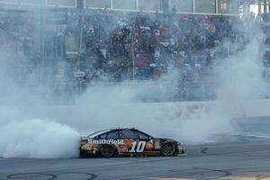 Aric Almirola, Stewart-Haas Racing, Ford Fusion Smithfield Bacon for Life celebrates