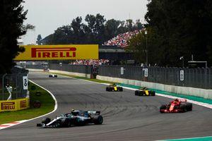 Valtteri Bottas, Mercedes AMG F1 W09 EQ Power+, leads Kimi Raikkonen, Ferrari SF71H, Carlos Sainz Jr., Renault Sport F1 Team R.S. 18, and Nico Hulkenberg, Renault Sport F1 Team R.S. 18