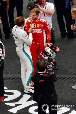 Lewis Hamilton, Mercedes AMG F1 et Sebastian Vettel, Ferrari après la course