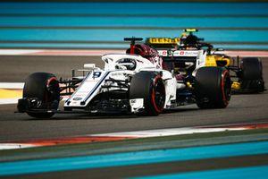 Marcus Ericsson, Sauber C37 voor Carlos Sainz Jr., Renault Sport F1 Team R.S. 18