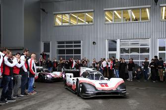 Porsche Takım elemanları, Weissach'daki Ar&Ge departmanında Porsche 919 Hybrid Evo ile
