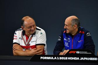 Frederic Vasseur, Sauber, director del equipo y Toyoharu Tanabe, director técnico de Honda F1 en la conferencia de prensa
