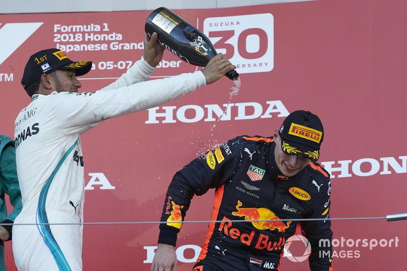 Podio: ganador de la carrera Lewis Hamilton, Mercedes AMG F1 y el tercer lugar Max Verstappen, Red Bull Racing