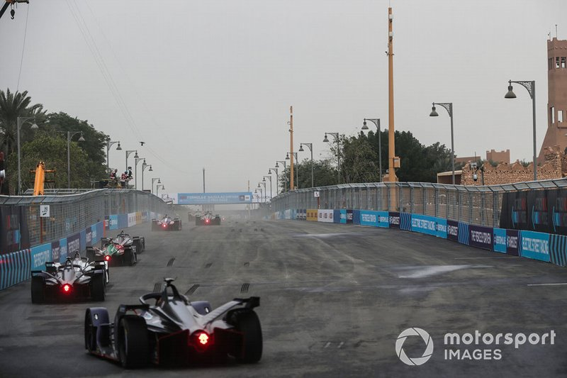 Sam Bird, Envision Virgin Racing, Audi e-tron FE05 chases the pack