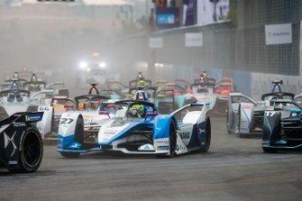 Alexander Sims, BMW I Andretti Motorsports, BMW iFE.18 Daniel Abt, Audi Sport ABT Schaeffler, Audi e-tron FE05 al inicio