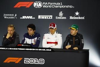 Kevin Magnussen, Haas F1 Team, Lance Stroll, Williams Racing, Marcus Ericsson, Sauber, y Stoffel Vandoorne, McLaren, en la conferencia de prensa