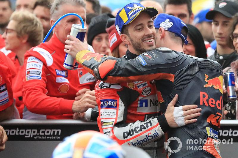 Il vincitore della gara Andrea Dovizioso, Ducati Team, il terzo classificato Pol Espargaro, Red Bull KTM Factory Racing