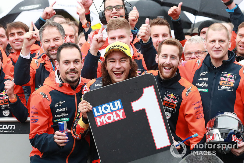 Ganador, Can Öncü, Red Bull KTM Ajo celebra en parc ferme