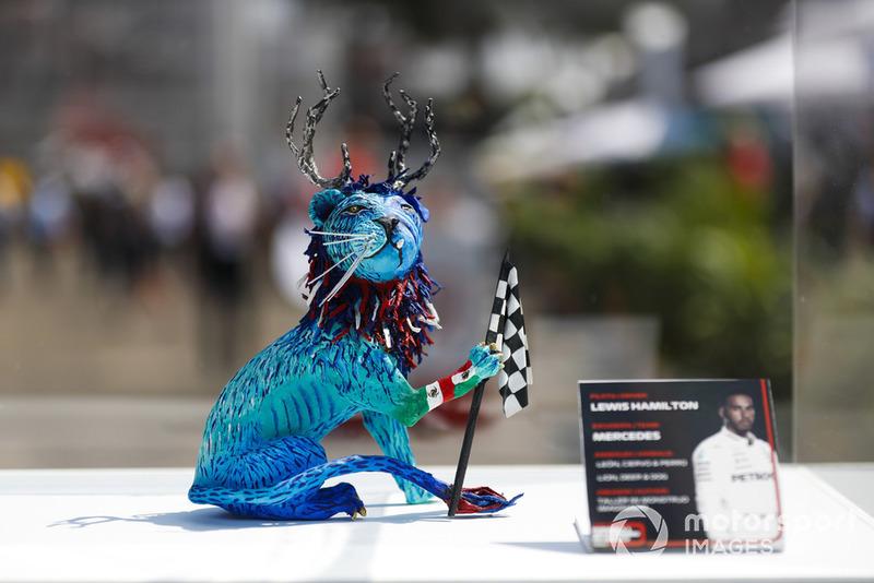 Статуетка Льюіса Хемілтона, Mercedes AMG F1