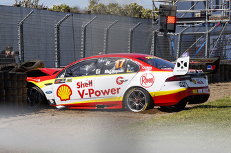 Scott McLaughlin, DJR Team Penske crash