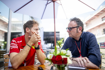 Sebastian Vettel, Ferrari, mit Roberto Chinchero, Motorsport.com
