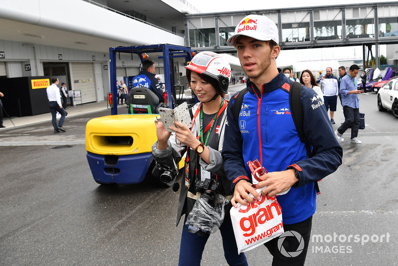 Pierre Gasly, Scuderia Toro Rosso and fan