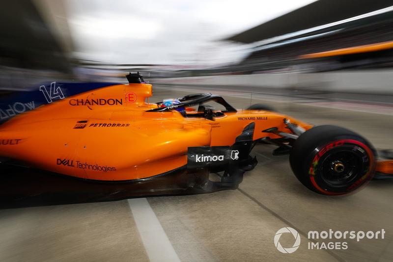 Fernando Alonso, McLaren MCL33, quitte le garage
