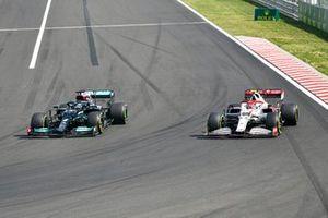 Lewis Hamilton, Mercedes W12, passes Antonio Giovinazzi, Alfa Romeo Racing C41