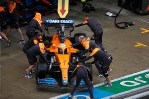 Daniel Ricciardo, McLaren, vuelve al garaje