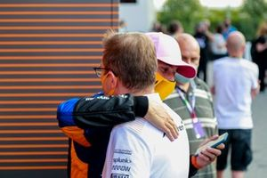 Andreas Seidl, Team Principal, McLaren, and Daniel Ricciardo, McLaren