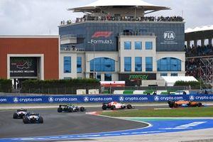 Lando Norris, McLaren MCL35M, Max Verstappen, Red Bull Racing RB16B, Lance Stroll, Aston Martin AMR21, Fernando Alonso, Alpine A521, en Esteban Ocon, Alpine A521