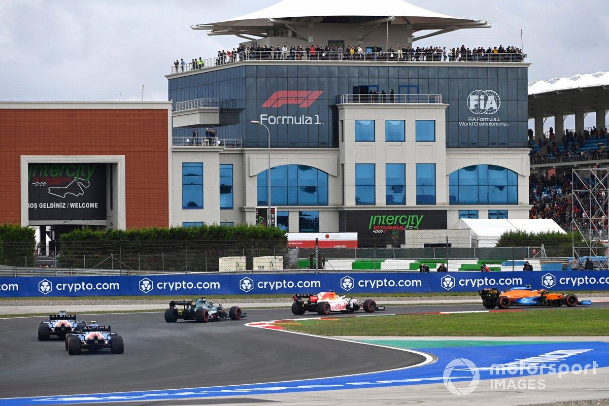 Lando Norris, McLaren MCL35M, Max Verstappen, Red Bull Racing RB16B, Lance Stroll, Aston Martin AMR21, Fernando Alonso, Alpine A521, e Esteban Ocon, Alpine A521