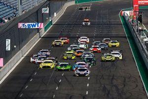 Start des ADAC GT Masters 2021 auf dem Lausitzring