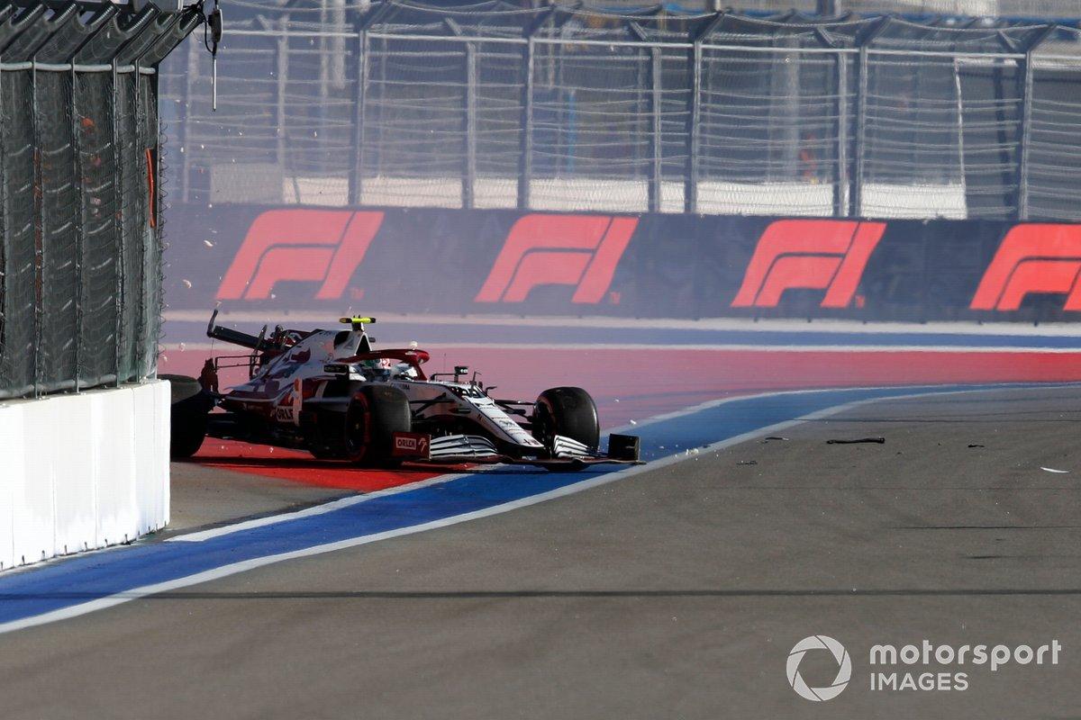 Antonio Giovinazzi, Alfa Romeo Racing C41 choca durante los entrenamientos