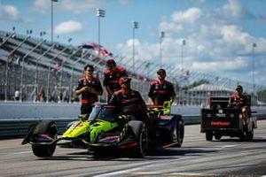 Ed Jones, Dale Coyne Racing with Vasser Sullivan Honda crew members