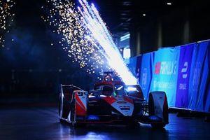 Alex Lynn, Mahindra Racing, M7Electro, 1ª posición, llega al podio
