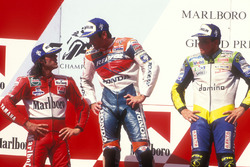 Podium : le vainqueur Mick Doohan, Repsol Honda Team, le deuxième Alex Barros, Honda, le troisième Loris Capirossi, Yamaha