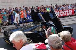 Desfile também teve demonstrações com carros superesportivos