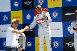 Luca Rangoni sul podio di Gara 1