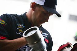 John Hunter Nemechek, SWM-NEMCO Motorsports Chevrolet crewman Aaron Moore