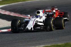 Felipe Massa, Williams FW40, devant Sebastian Vettel, Ferrari SF70H