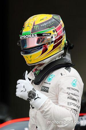 Lewis Hamilton, Mercedes AMG F1 fête sa pole position dans le Parc Fermé
