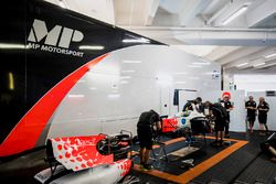 Mechanics prepare the car of Sergio Sette Camara, MP Motorsport