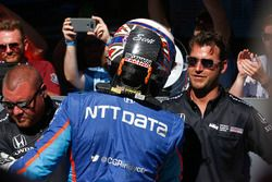 Scott Dixon, Chip Ganassi Racing Honda is congratulated by his crew after winning the pole