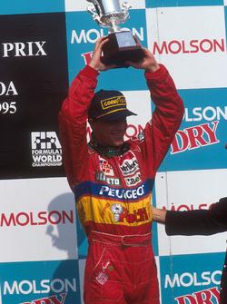 Podium : le troisième Eddie Irvine, Jordan