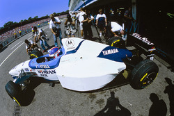 Ukyo Katayama, Tyrrell 024 leaves the pits with front tires fitted to the rear